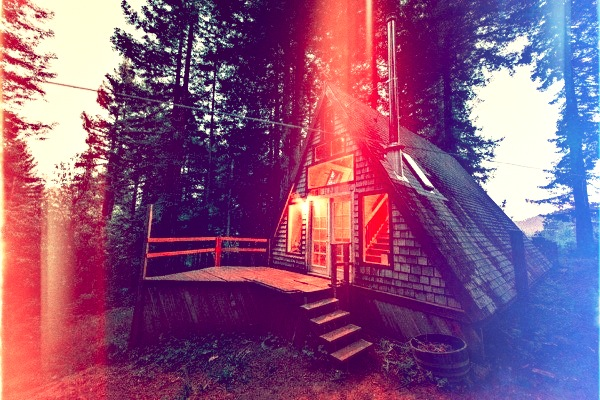 amazing-tiny-a-frame-cabin-in-the-redwoods-01-600x400
