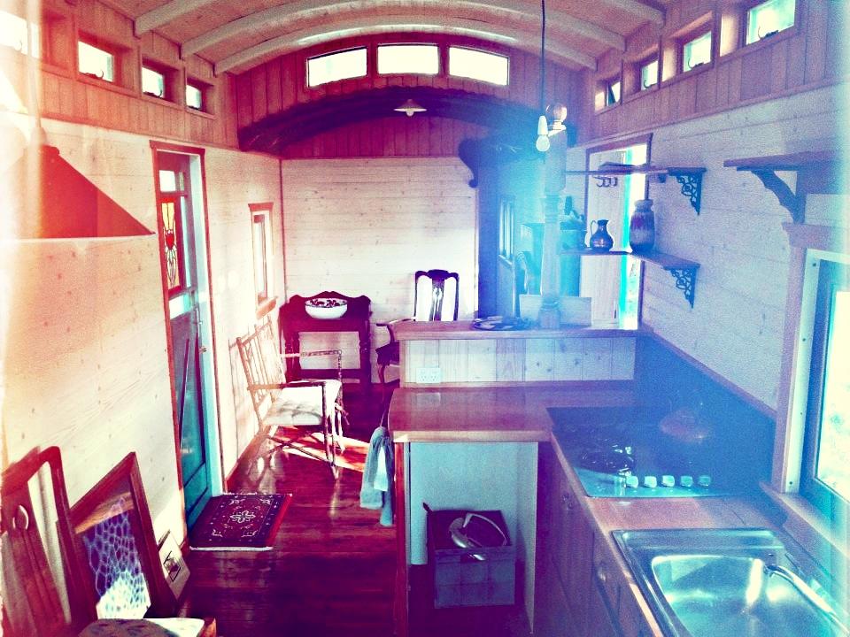 matthew-de-boer-train-carriage-interior6-via-smallhousebliss